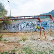 Διάσπαρτα στο νησί επικίνδυνα όργανα Παιδικών Χαρών