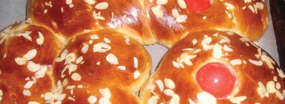Τσουρέκια με ζαχαρούχο γάλα