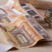 Ι. Τσακίρης: Θα «πέσουν» πάνω από 140 δισ. ευρώ στην οικονομία την επόμενη πενταετία