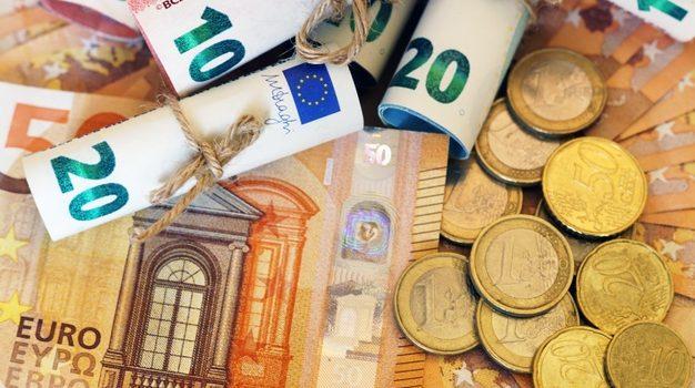 Γονικές παροχές χρημάτων: Πότε είναι αφορολόγητες και πότε φορολογούνται από το πρώτο ευρώ
