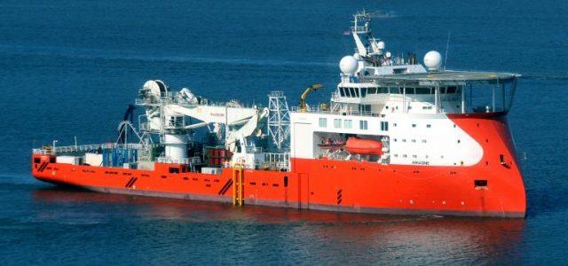 Σοβαρό ατύχημα στο καλωδιακό πλοίο ARIADNE – Δύο εργαζόμενοι έπεσαν στο αμπάρι και σακατεύτηκαν!
