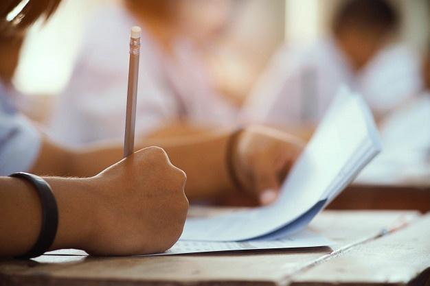 Πανελλαδικές: Ολοκληρώνονται αύριο οι εξετάσεις στα μαθήματα προσανατολισμού. Την Τετάρτη συνεχίζουν οι υποψήφιοι των ΕΠΑΛ