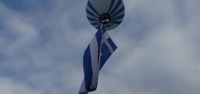 Η μεγαλύτερη ελληνική σημαία στον κόσμο υψώθηκε στη λίμνη Πλαστήρα