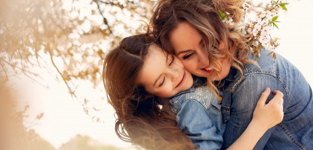 Η Ημέρα της Μητέρας είναι ο εορτασμός της ανιδιοτελούς αγάπης
