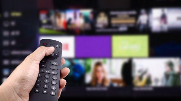 Η συχνή παρακολούθηση τηλεόρασης στη μέση ηλικία συνδέεται με χειρότερη υγεία του νου και του εγκεφάλου αργότερα, σύμφωνα με τρεις νέες αμερικανικές έρευνες