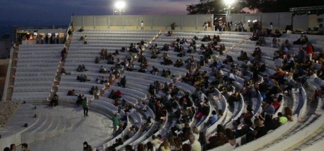 Τα ανοιχτά θέατρα υποδέχονται το κοινό τους