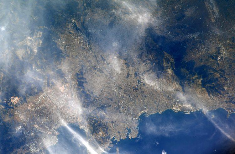 Μια φωτογραφία της Αθήνας από το Διεθνή Διαστημικό Σταθμό τράβηξε Αμερικανός αστροναύτης