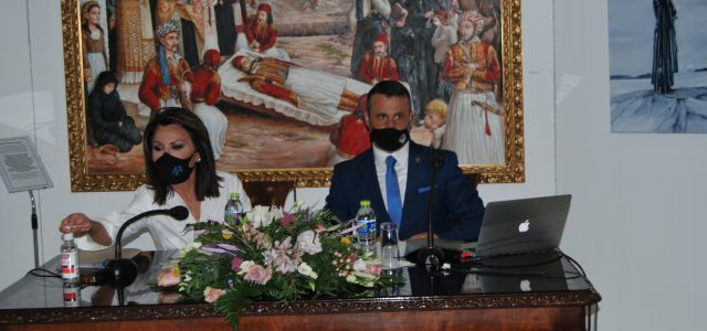 """Στη Σαλαμίνα η πρόεδρος της επιτροπής """"ΕΛΛΑΔΑ 2021"""" Γιάννα Αγγελοπούλου Δασκαλάκη"""