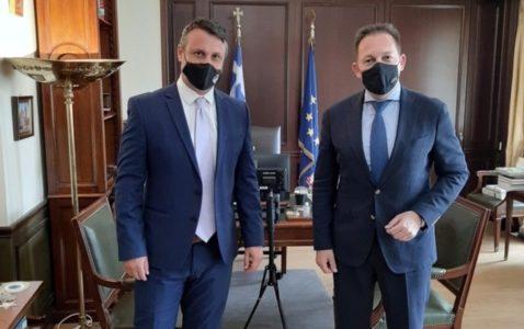 Ο Γιώργος Παναγόπουλος στον Στέλιο Πέτσα