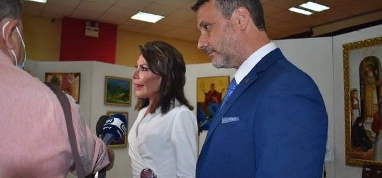 """Οι λόγοι που εκφώνησαν ο Δήμαρχος Σαλαμίνας Γιώργος Παναγόπουλος και η Πρόεδρος της επιτροπής """"Ελλάδα 2021"""" κα. Γιάννα Αγγελοπούλου-Δασκαλάκη στους παραγωγικούς φορείς του νησιού"""