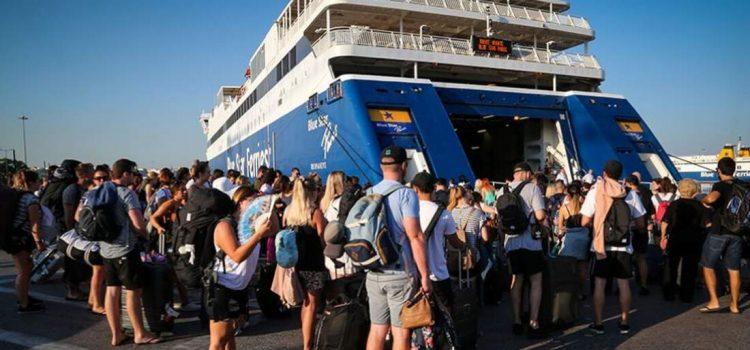 Κανονικά τα δρομολόγια των πλοίων από τις 9 το πρωί – Η ΠΕΝΕΝ προχώρησε σε μετατροπή της 24ωρης απεργίας σε στάση εργασίας έως τις 9 το πρωί, αντιδρώντας στο νέο εργασιακό νομοσχέδιο