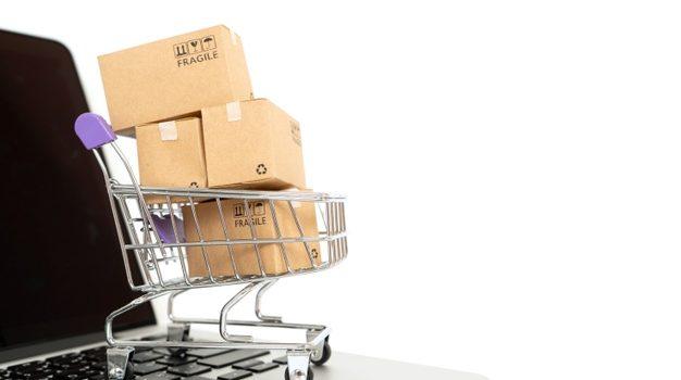 ΑΑΔΕ: Τι αλλάζει από 1η Ιουλίου στον ΦΠΑ εισαγωγών μικροδεμάτων μέσω διαδικτύου