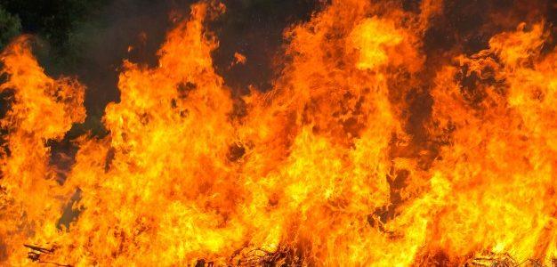 Σε εξέλιξη πυρκαγιά σε βυτιοφόρο με επικίνδυνο υλικό στα Νεόκτιστα Ασπροπύργου -Για προληπτικούς λόγους εκκενώνεται η ευρύτερη περιοχή