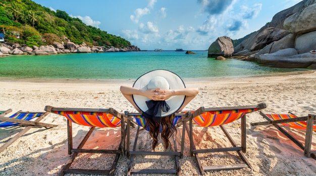 Αύριο ξεκινάει η ηλεκτρονική υποβολή αιτήσεων για τις 300.000 επιταγές κοινωνικού τουρισμού του ΟΑΕΔ