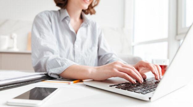 Oι εργαζόμενοι σε υπολογιστές, στο Δημόσιο κα τον ευρύτερο δημόσιο τομέα, ανά δύο ώρες πρέπει να διακόπτουν την εργασία τους για 15 λεπτά