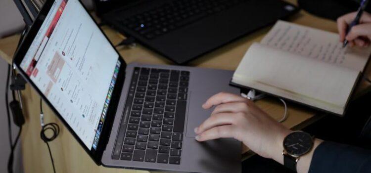 ΟΑΕΔ: Πέντε νέα προγράμματα για 42.000 θέσεις εργασίας θα «τρέξουν» από φθινόπωρο