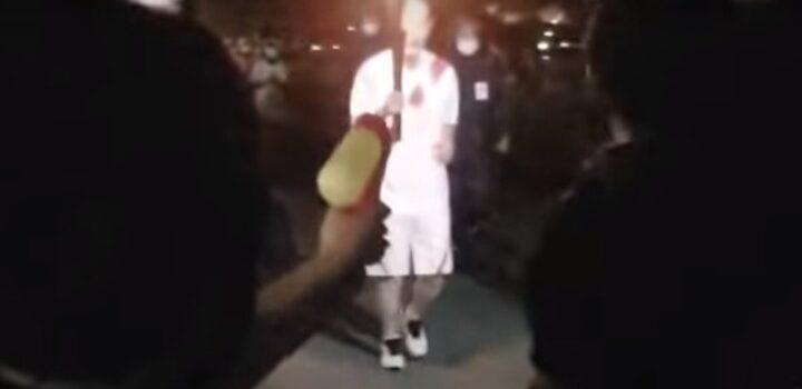Γυναίκα προσπάθησε με… νεροπίστολο να σβήσει την Ολυμπιακή φλόγα