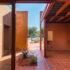 Μια πολύ ιδιαίτερη κατοικία στη Σαλαμίνα: Οι ιδιοκτήτες έχουν την αίσθηση ότι κάθε μέρα ξυπνούν σε διαφορετικό σπίτι