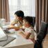 7 tips για να βοηθήσετε τα παιδιά σας να καταπολεμήσουν το άγχος που προκαλούν τα social media